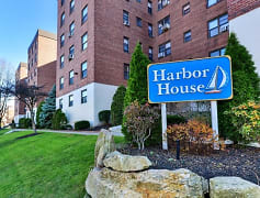 Harbor House - Entrance
