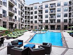 Resort-style pool with sun shelf