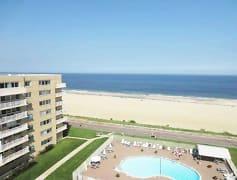 BUILDING & BEACH