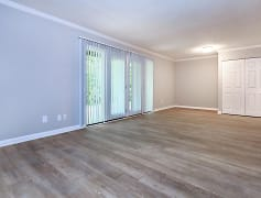 Living Room, Kingston Pointe Apartments, 0