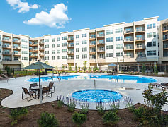 The Flats at Neabsco Pool