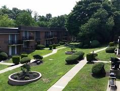 Courtyard, CV Apartments at Glenolden Station, 0