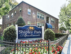 Shipley-Park-Apartments-Building-Signage