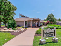 Welcome to The Club at Cherry Hills in East Wichita ,KS!