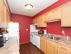 Kitchen, College Living St. Cloud, 0