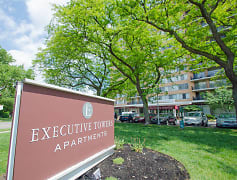 Welcome to Executive Towers in Downtown Toledo, OH