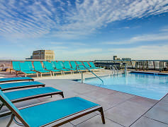 Kansas City's tallest rooftop pool