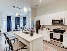 Luxury apartments in fort worth by the chisholm trail parkway