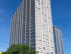 Exterior view of 2101 S. Michigan Apartments