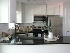 Kitchen, Williamsburg Manor Apartments, 0