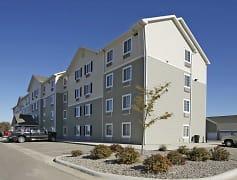Building, WoodSpring Suites Williston, 0