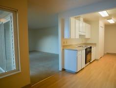 2bd/1ba: Living/Kitchen