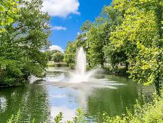 Stunning Lake & Fountain View