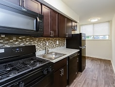 Kitchen, Briarwood Apartments & Townhomes, 0