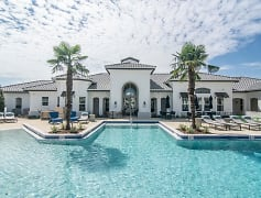 Shadetree Apartments Pool