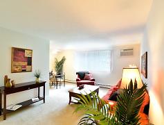 Living Room, Chestnut Lake, 0