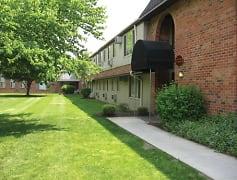 Courtyard, Castle Club Apartments, 0