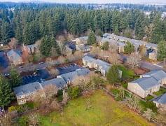 Pine Square Village Court Apartments Portland Gresham Oregon Close to tranisat Trimet bus Pet Friendly Now Leasing affordable