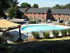 Sparkling pool & sundeck