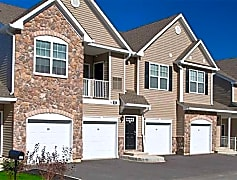 Welcome to Summit Lane Luxury Apartments!