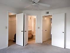 2nd bethroom.jpg