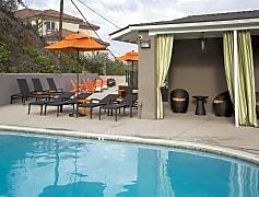 Emerald Hills Refreshing Pool