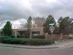 1701 Ridgecrest Circle SE