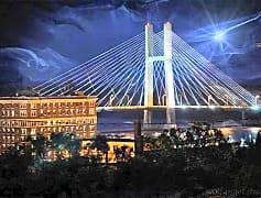 Hotel Burlington and Great River Bridge