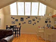 Open ceiling with sky lights  (2).JPG