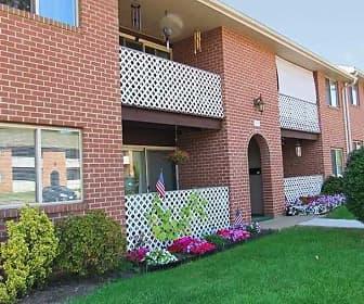 Building, Delbrook Manor Apartments, 0