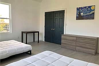 Bedroom, 16 E Walnut St 16, 2