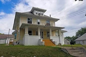 Building, 704 Koenigstein Ave, 1