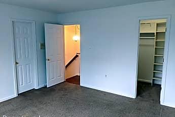 Living Room, 104 Rock Creek Ct, 2
