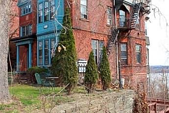 158 Montgomery St, 1