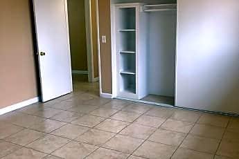 Living Room, 68392 Kings Road, 2