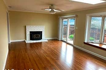 Living Room, 708 Picnic Ln, 1