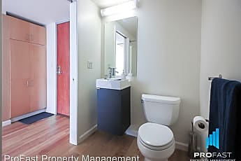 Bathroom, 533 NE Holladay st #209, 2