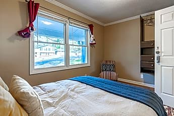 Bedroom, Room for Rent -  a 7 minute walk to bus 114 and 86, 2