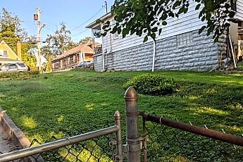 Yard.jpg, 7919 Lloyd Ave, 2