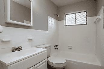 Bathroom, 2028 Progress St, 2