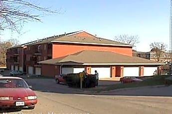 Building, 231 Woodside Dr, 2