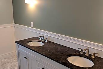 Bathroom, 649 Western Ave, 2
