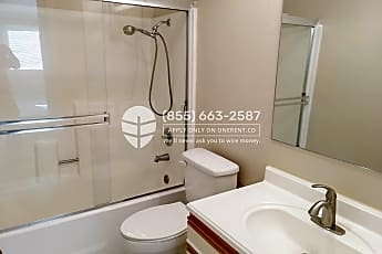 Bathroom, 3173 Wayside Plaza 205, 2