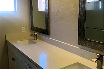 Bathroom, 20 Twinberry, 2