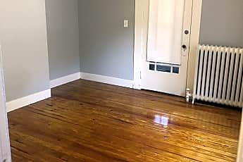 Living Room, 27 Mill St, 2
