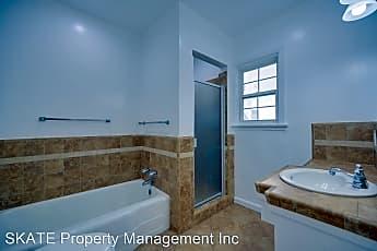 Bathroom, 4555 W 4th St, 1