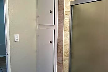 Bathroom, 939 S Standard Ave, 2