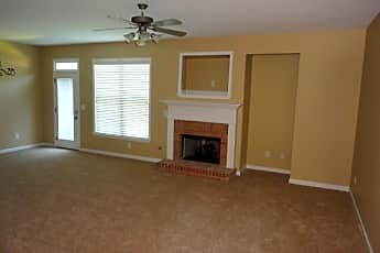 Living Room, 68 Creighton Ln, 1
