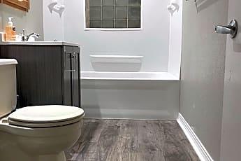 Bathroom, 322 Baker St E, 0