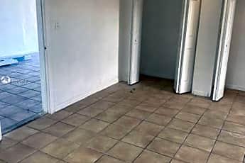 Bathroom, 984 SW 10th St, 2